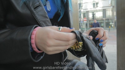 Girl-in-leather-gloves-black-jacket