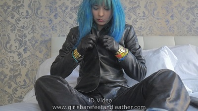 girl-in-leather-pants-black-leather-gloves-black-leather-boots-black-leather-jacket