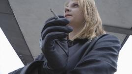 girl-smoking-leather-gloves